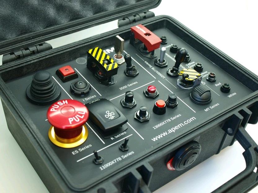 apem-teclados-palancas-joysticks-pulsadores-de-emergencia